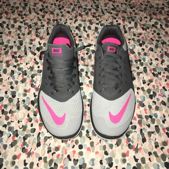 2bbde94409a Nike FS Lite Run 3 Hot Pink Grey Size 6 1 2